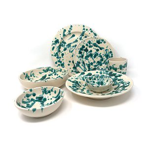 Groen Italiaans servies bestaande uit 36 borden en schaaltjes