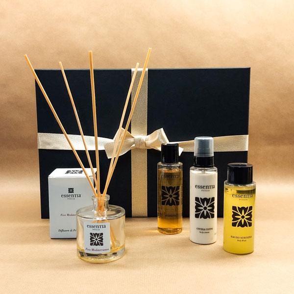 kerstpakket met shampoo, bodylotion en douchegel op basis van olijfolie. geurstokjes met de geur van vijgen